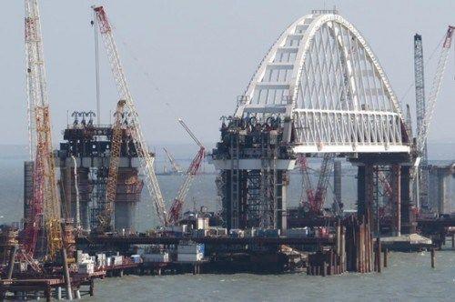 Российские СМИ: Запуск грузовой части Крымского моста под угрозой срыва