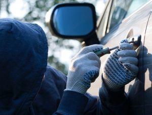 Крымские полицейские вернули похищенный автомобиль владельцу