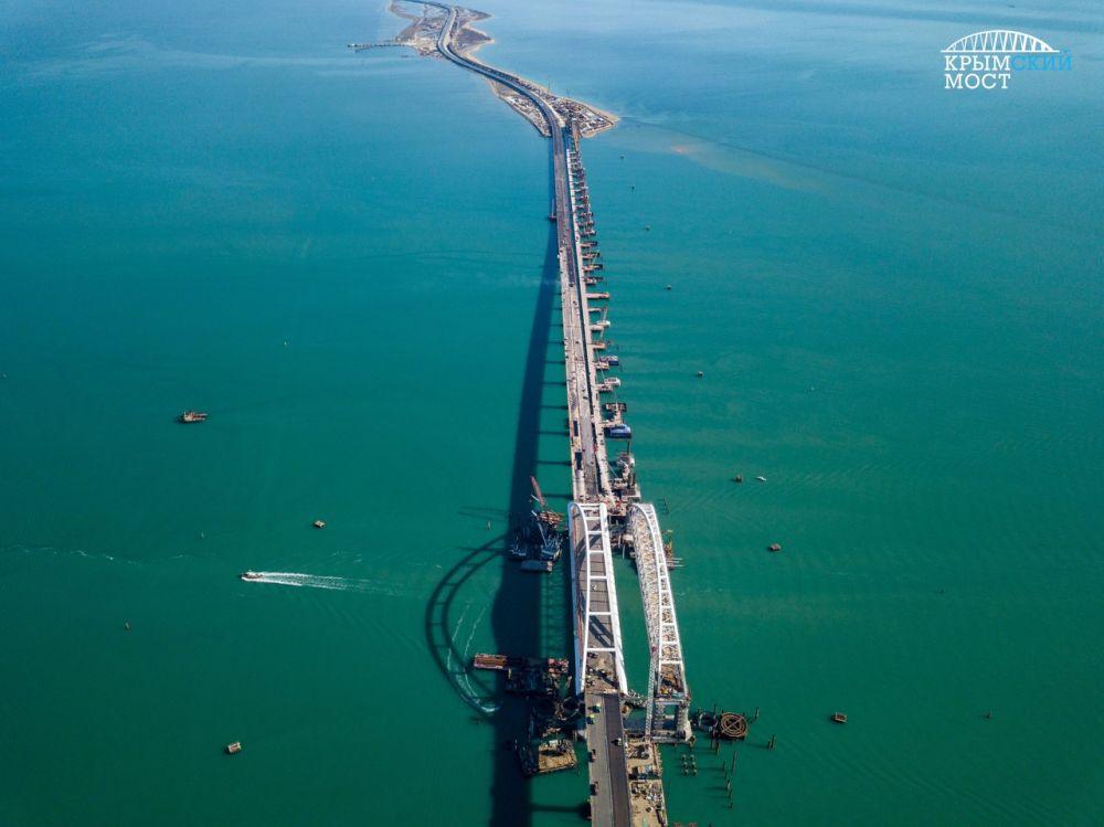 Как выглядит Крымский мост в середине апреля