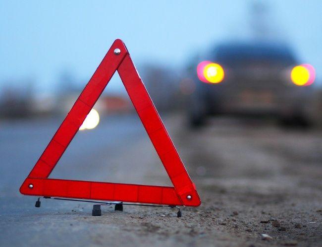 На крымской трассе столкнулись грузовик и легковушка: есть жертвы
