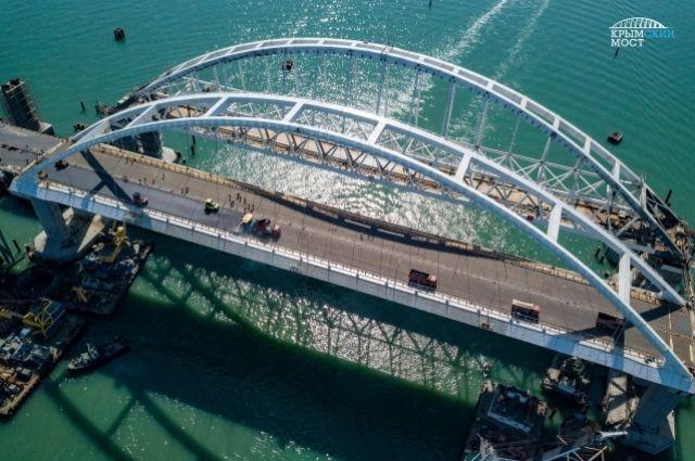 На автоподходах к Крымскому мосту устанавливают информационные указатели