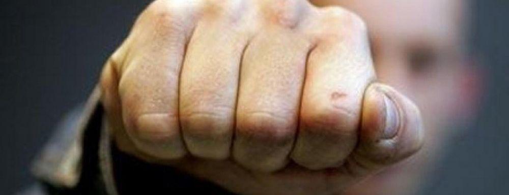 В Симферополе водитель иномарки с кулаками набросился на маршрутчика (ВИДЕОФАКТ)