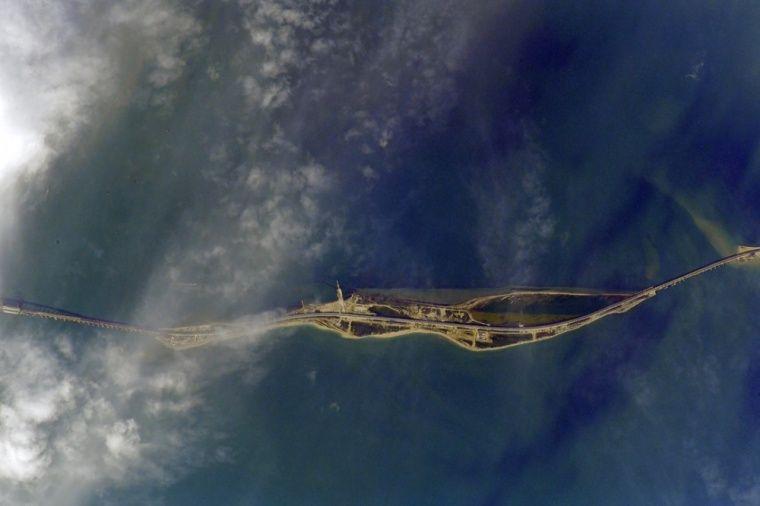 Керченский мост снова показали из космоса