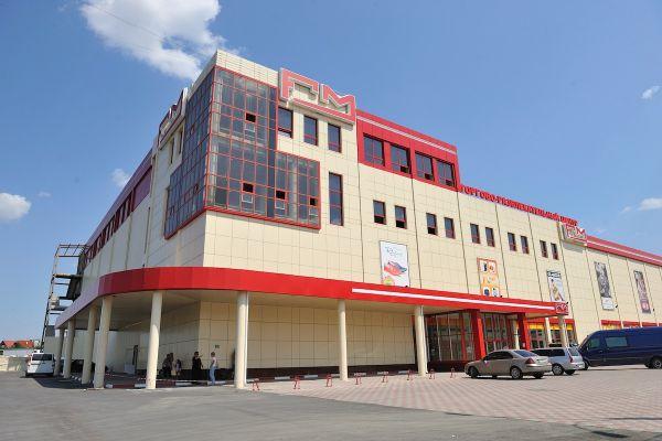 В Симферополе прикрыли крупный торговый центр