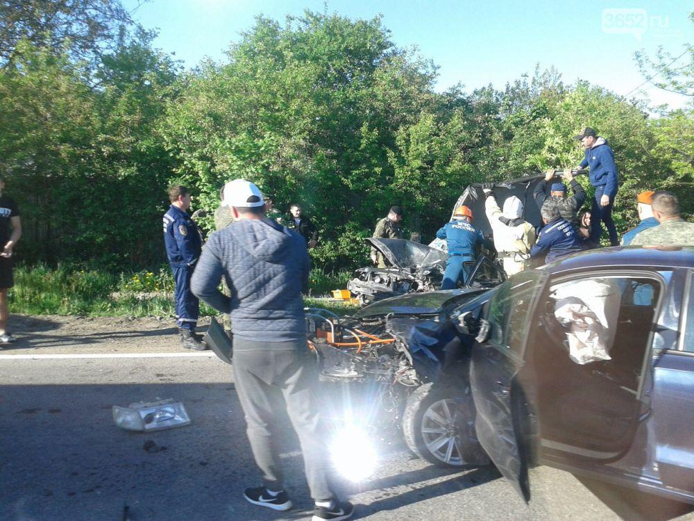 """Жуткая авария на крымской трассе: """"лоб в лоб"""" иномарка столкнулась с ВАЗом"""