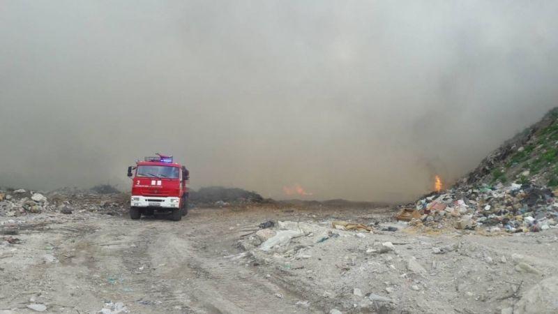 О причинах, следствиях и жалобах: продолжается тушение пожара на симферопольской свалке в Каменке