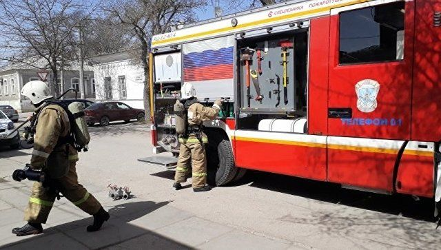 """Бойцы МЧС тушили """"пожар"""" в торговых центрах Евпатории"""