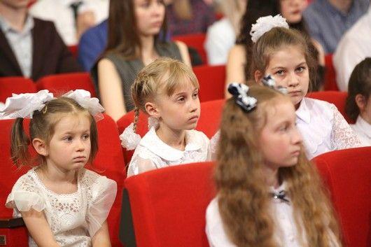 Глава крымского парламента Владимир Константинов поблагодарил участников акции «Зажги свечу памяти»