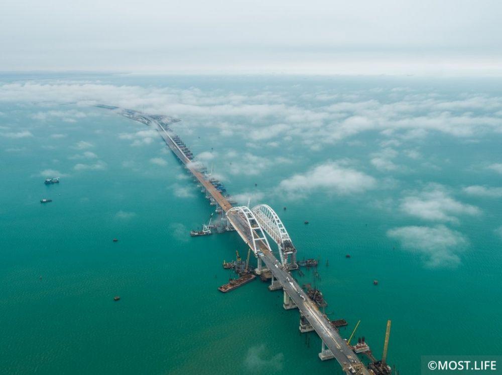 За первые 12 часов открытия Крымского моста был побит транспортный рекорд переправы