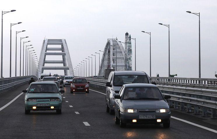 Поток транспорта за 12 часов работы Крымского моста побил рекорд Керченской переправы