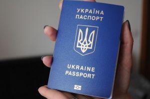 Киев решил не лишать крымчан гражданства