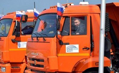 Охрана Путина оправдала его поездку непристегнутым по Крымскому мосту