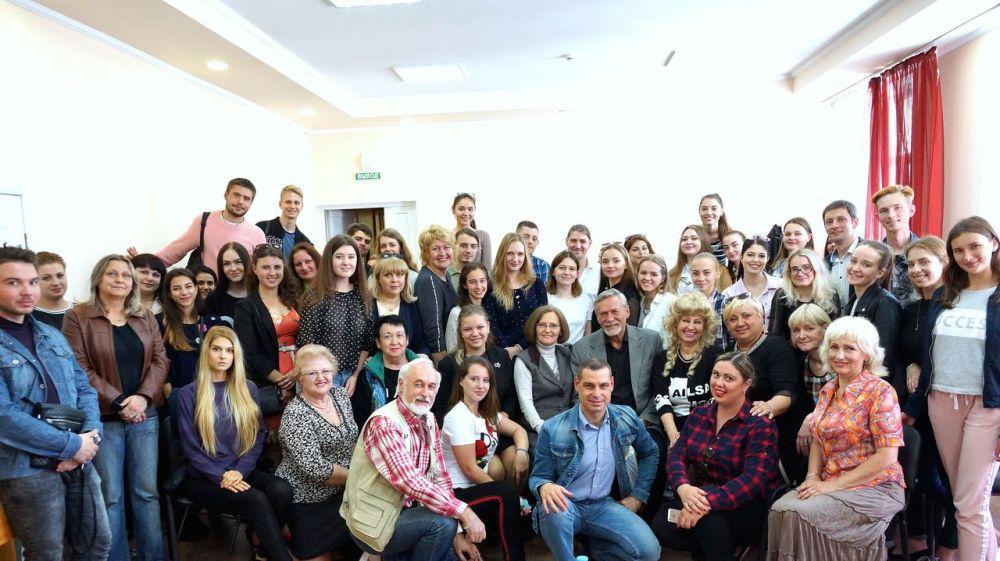 В Крымском университете культуры, искусств и туризма состоялась творческая встреча с известным актером театра и кино Александром Михайловым
