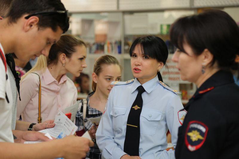 В ходе «Ярмарки вакансий» выпускники крымских вузов смогли узнать об особенностях службы в ОВД