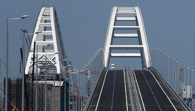 Сотни машин ждут открытия движения по Крымскому мосту