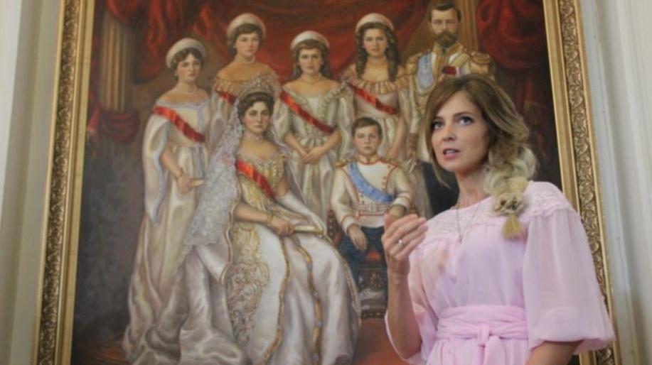 Поклонская провела для школьников экскурсию по Ливадийскому дворцу