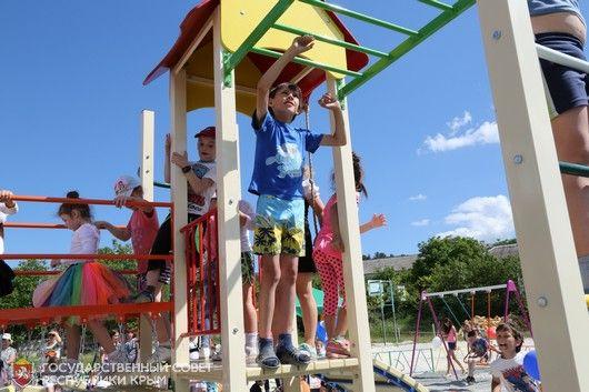 В селе Прохладное Бахчисарайского района появилась новая детская площадка