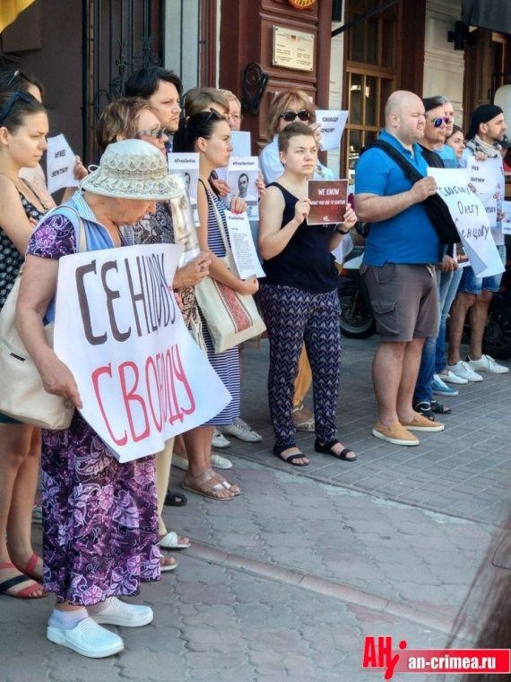 Одесситы вышли на митинг в защиту Олега Сенцова