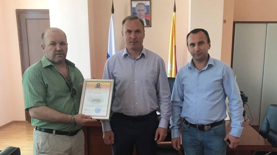 Роман Деркач отметил благодарностями отличившихся ялтинцев
