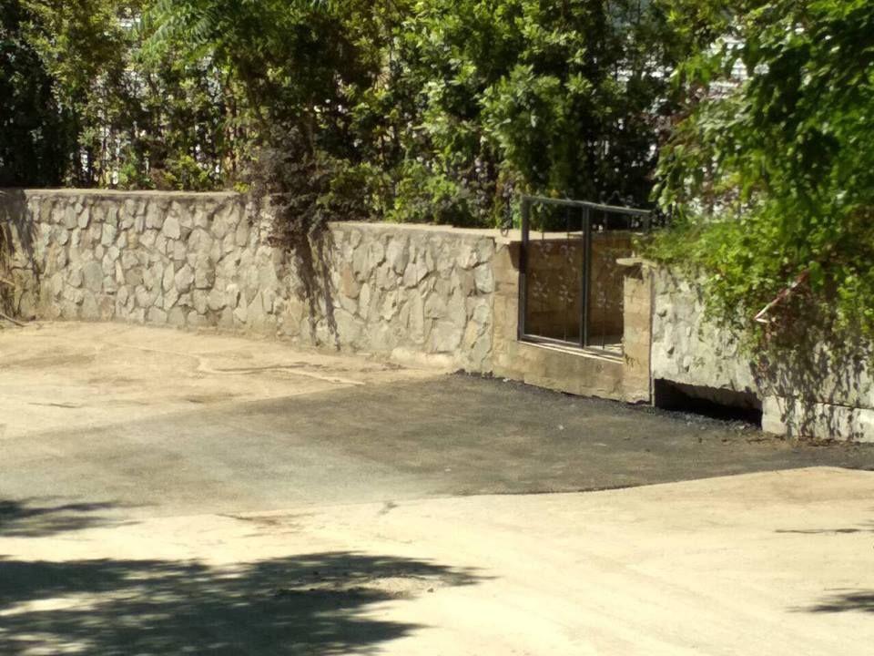 В Гурзуфе ликвидировали провал дороги (ФОТОФАКТ)