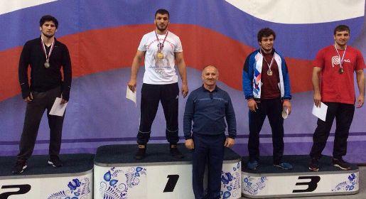 Алуштинец выиграл Всероссийские студенческие соревнования по вольной борьбе