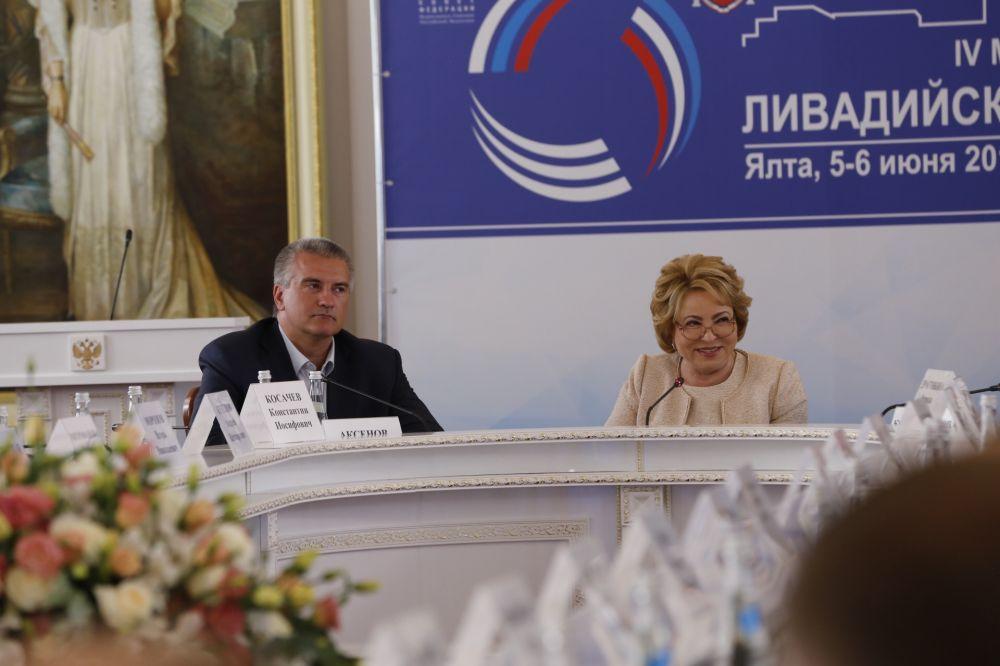 Правительству России нужно усилить поддержку русскоязычных СМИ за рубежом, - участники Ливадийского форума