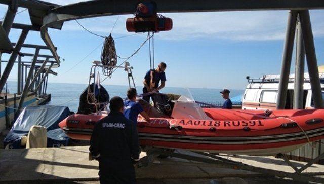 Не рассчитал силы: уплывший далеко от берега крымчанин спасся на аттракционе