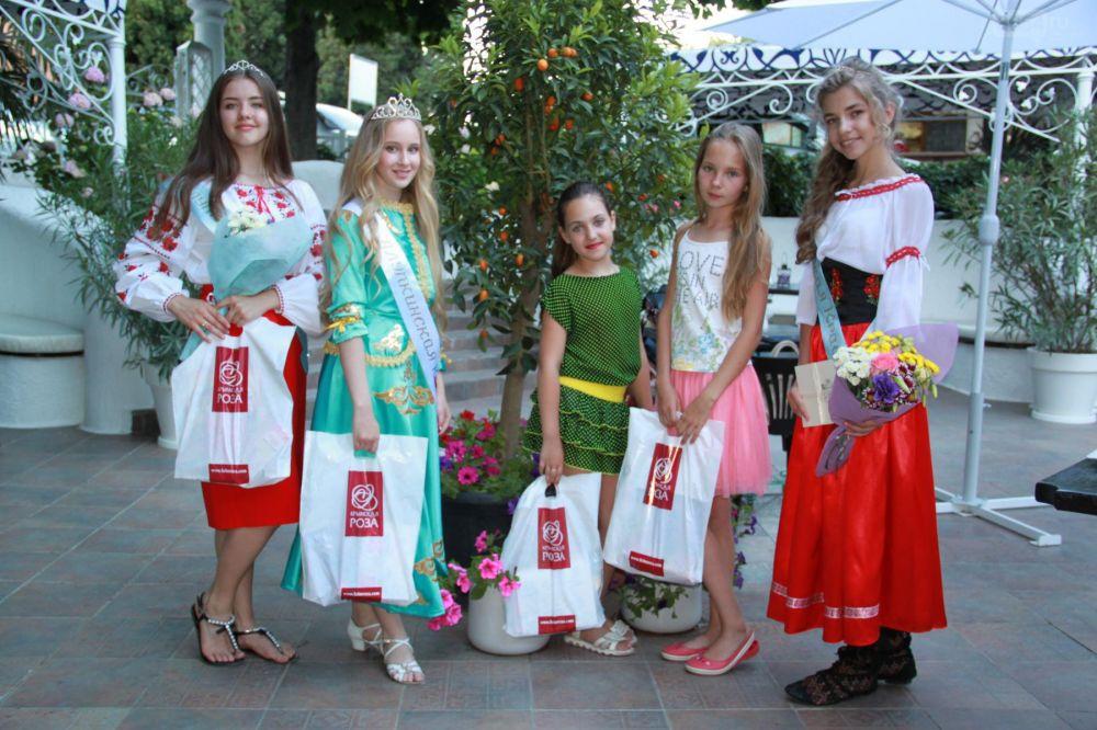 В Алупке на День России провели финал конкурса «Алупкинская красота»