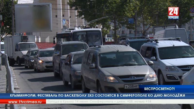 Вставшие троллейбусы, отсутствие связи и тёмные подземные переходы: как крымчане пережили часы без света?