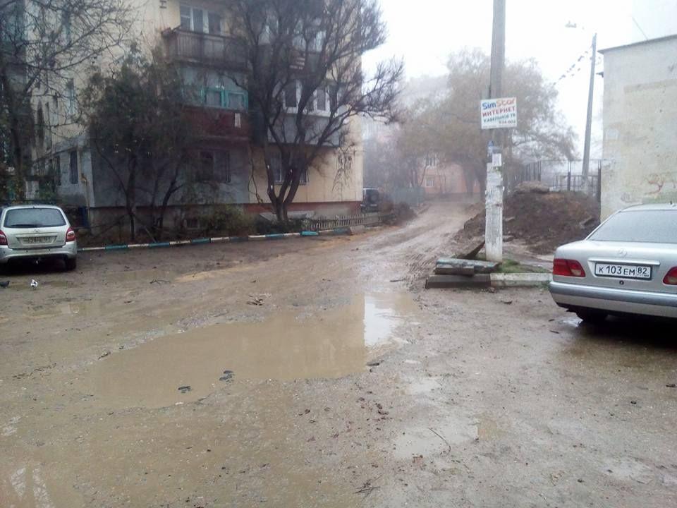 В Симферополе неизвестные силы снимают с дорог асфальт