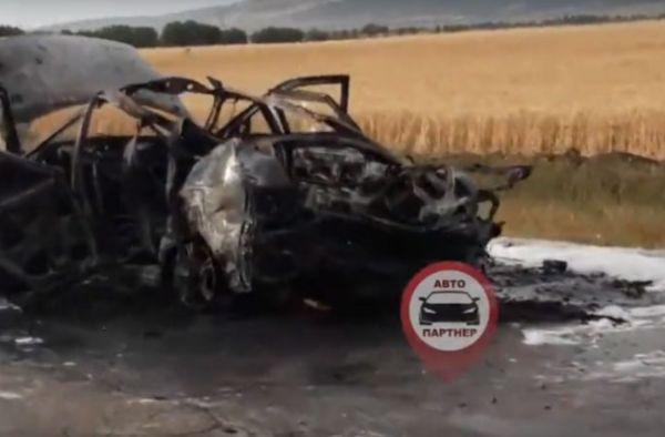 На крымской трассе дотла сгорела машина