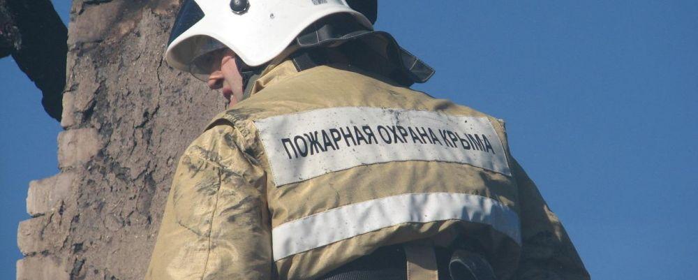 В Октябрьском на пожаре эвакуировали 48 человек, а под Симферополем снова горела хозпостройка
