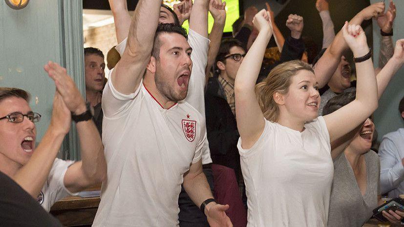 Болельщики сборной Англии поддерживают национальную команду в Лондоне