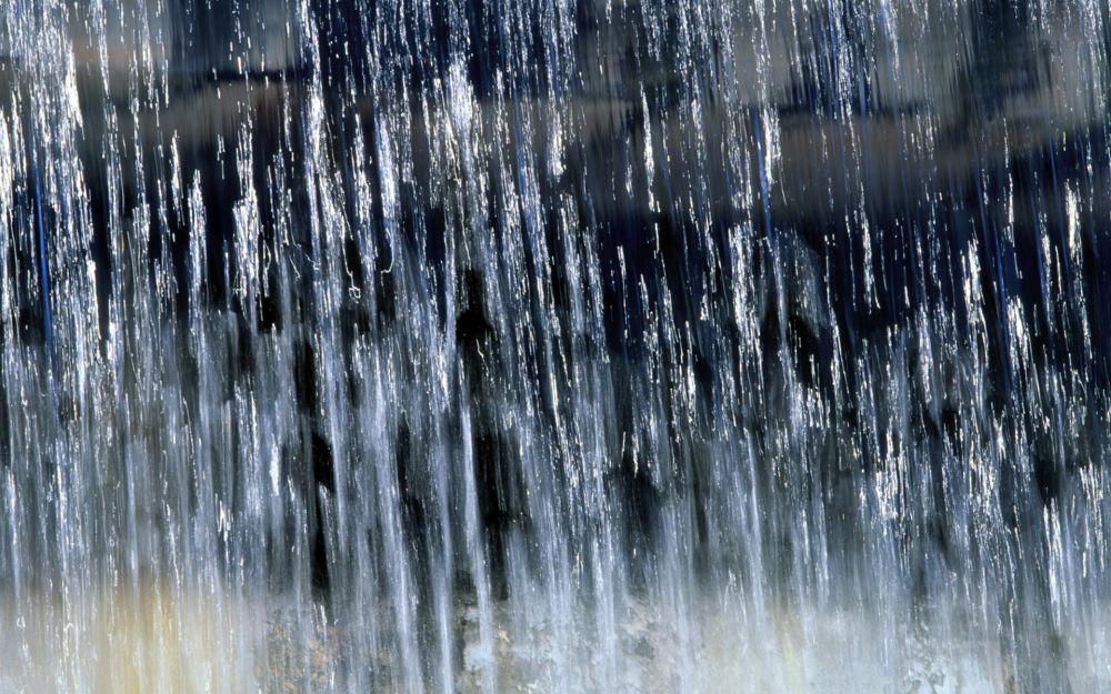 В воскресенье, 17 июня, ливень затопил центральные улицы Ялты