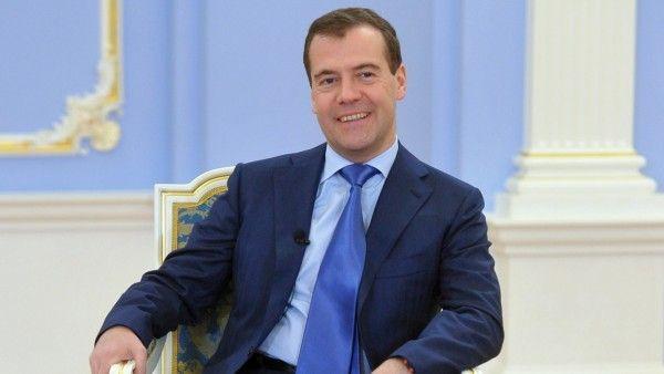 Медведев порадовался победе сборной РФ вместе с белорусским премьером
