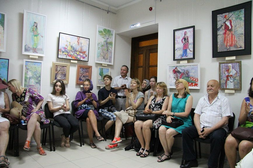 В Алупке в музее Амет-Хана Султана открылась выставка живописи «Восточная Сказка»