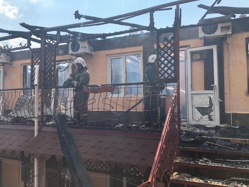 В Крыму горел гостевой дом: десятки людей эвакуированы, трое в больнице