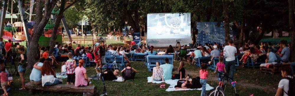 Кинопоказы под открытым небом в парке Симферополя сегодня отменены