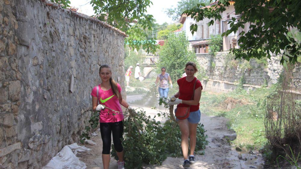 В рамках Всероссийской экологической акции «Вода России» в Бахчисарае прошёл субботник