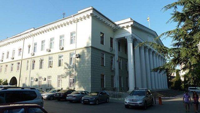 Силовики проводят обыск в администрации Ялты