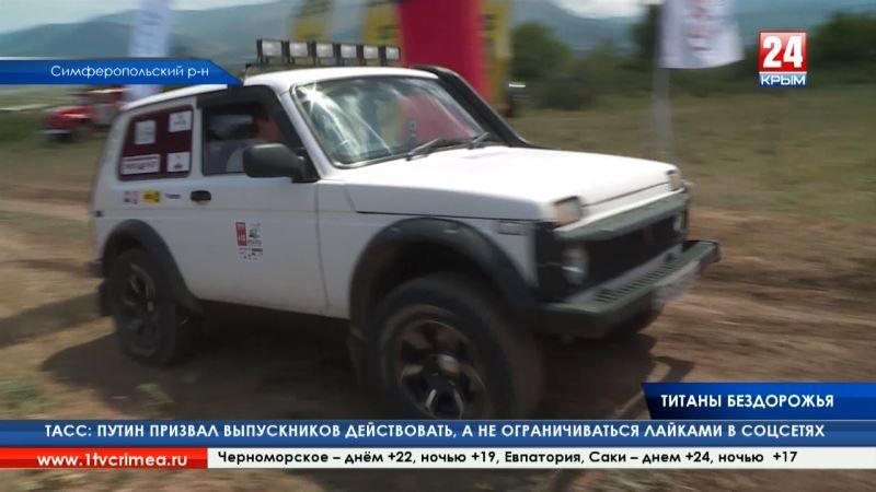 Автомобильные титаны бездорожья соревновались в экстремальной гонке на военном полигоне «Ангарский»
