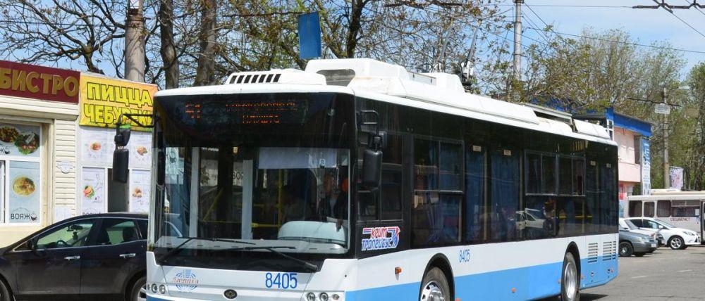 "В Симферополе молодую пассажирка троллейбуса увезли на ""скорой"""