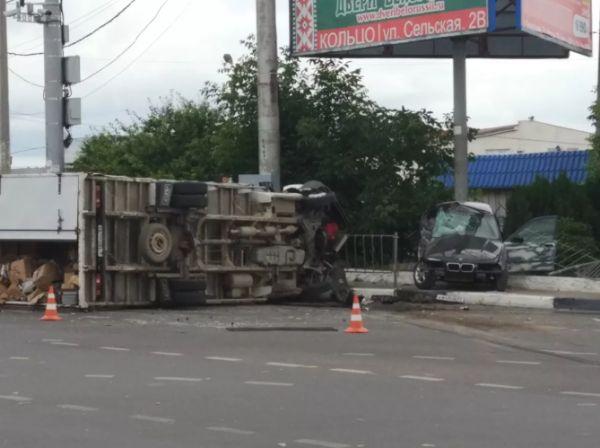 Страшное ДТП в Севастополе: грузовик лежит мёртвым грузом, BMW«размазан»