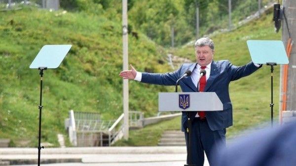 Открытие дорожного знака в ответ на открытие Крымского моста