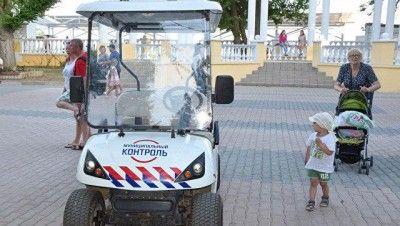 В Евпатории стихийщиков разгоняют на электромобилях