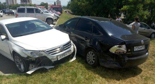 Перепутавшая педали женщина-водитель разбила четыре авто в Симферополе