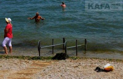 В Феодосии не рекомендовали купаться на 22 пляжах