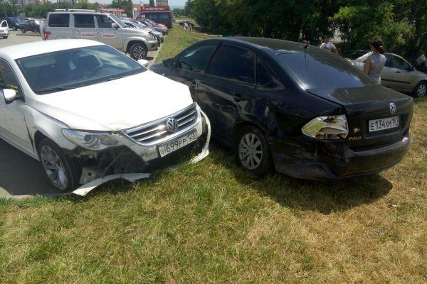 В Симферополе девушка разбила 5 автомобилей