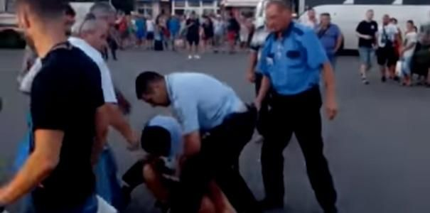 Fight with the police. Applied with a dubinal to the tourist. (video)