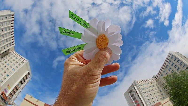 Открытие памятника, запуск шаров желаний и концерт: как в Симферополе отпразднуют День семьи, любви и верности